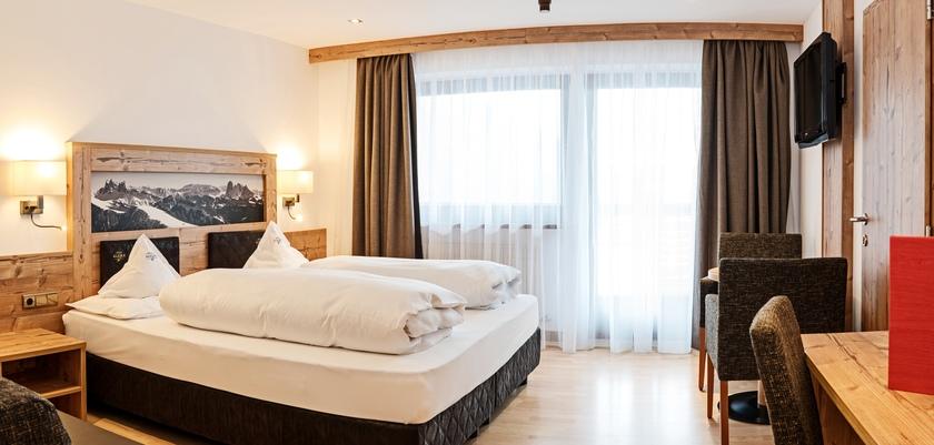 italy_dolomites_selva_hotel-alaska_bedroom2.jpg